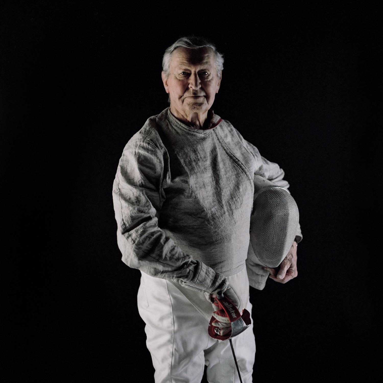 alter mann fechter degen sportler helm schutz kampf Jörn Strojny