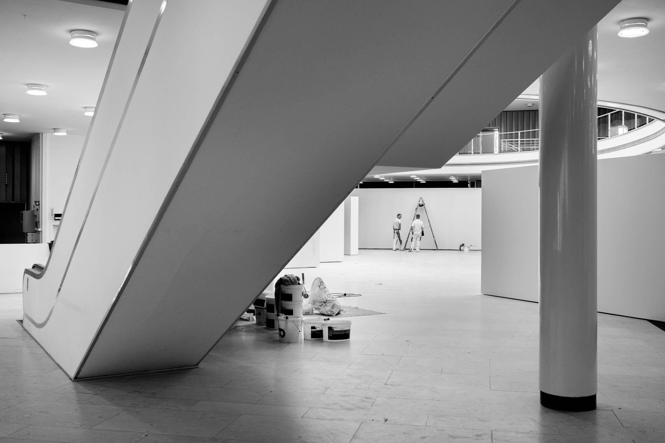 die bielefelder schule bauarbeiten vorbereitung rolltreppe maler ausstellung bielefeld fh gestaltung dokumentation jörn strojny
