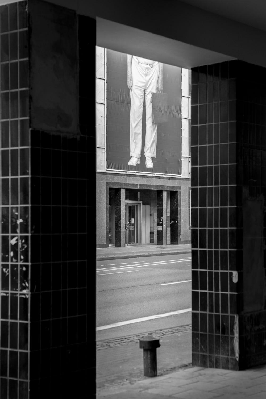 die bielefelder schule Emmanuel raab fassade alter mann menschenbilder ausstellung bielefeld fh gestaltung jörn strojny