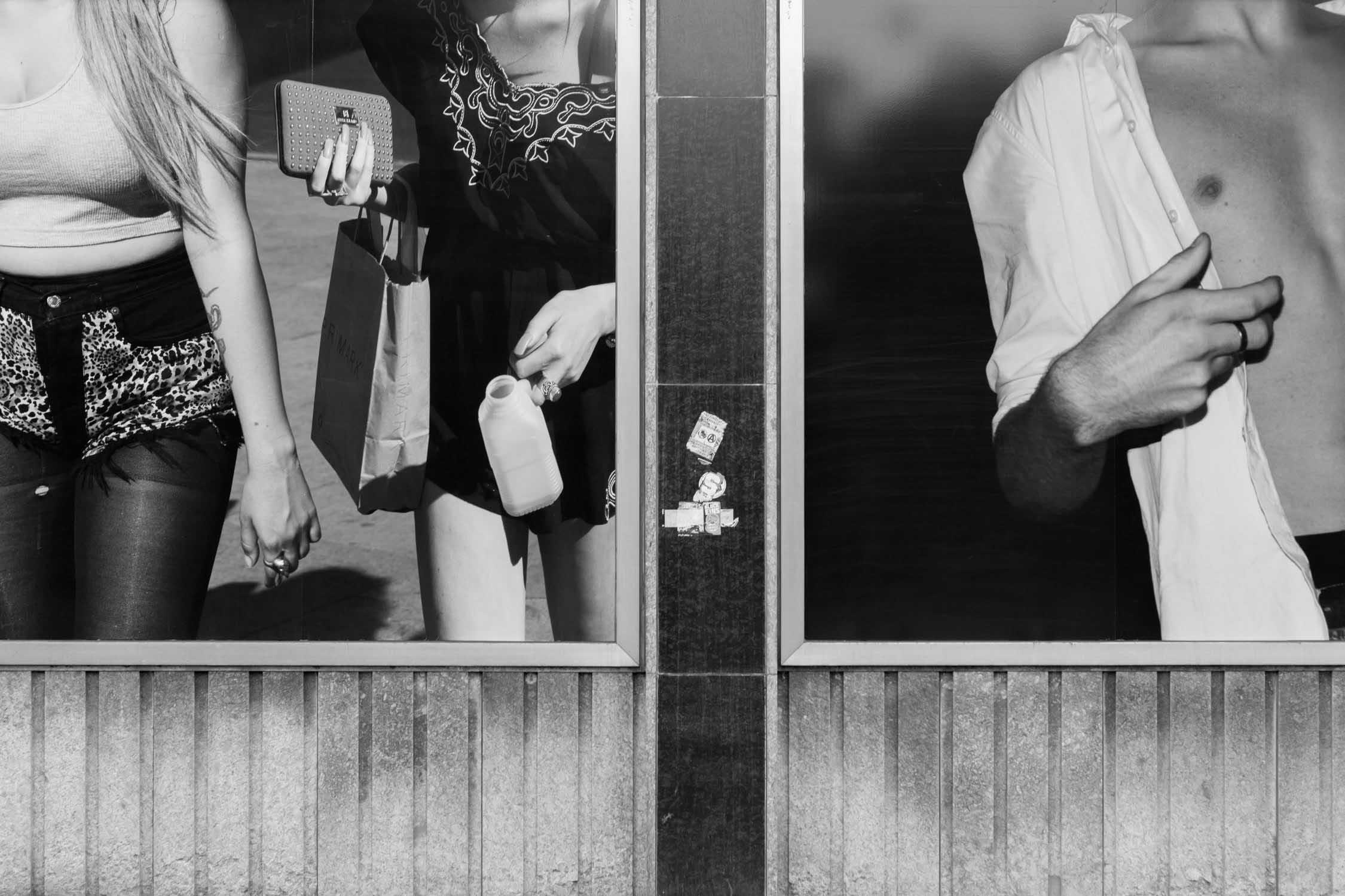 die bielefelder schule Emanuel raab primark menschenbilder Fassade ausstellung bielefeld fh gestaltung jörn strojny