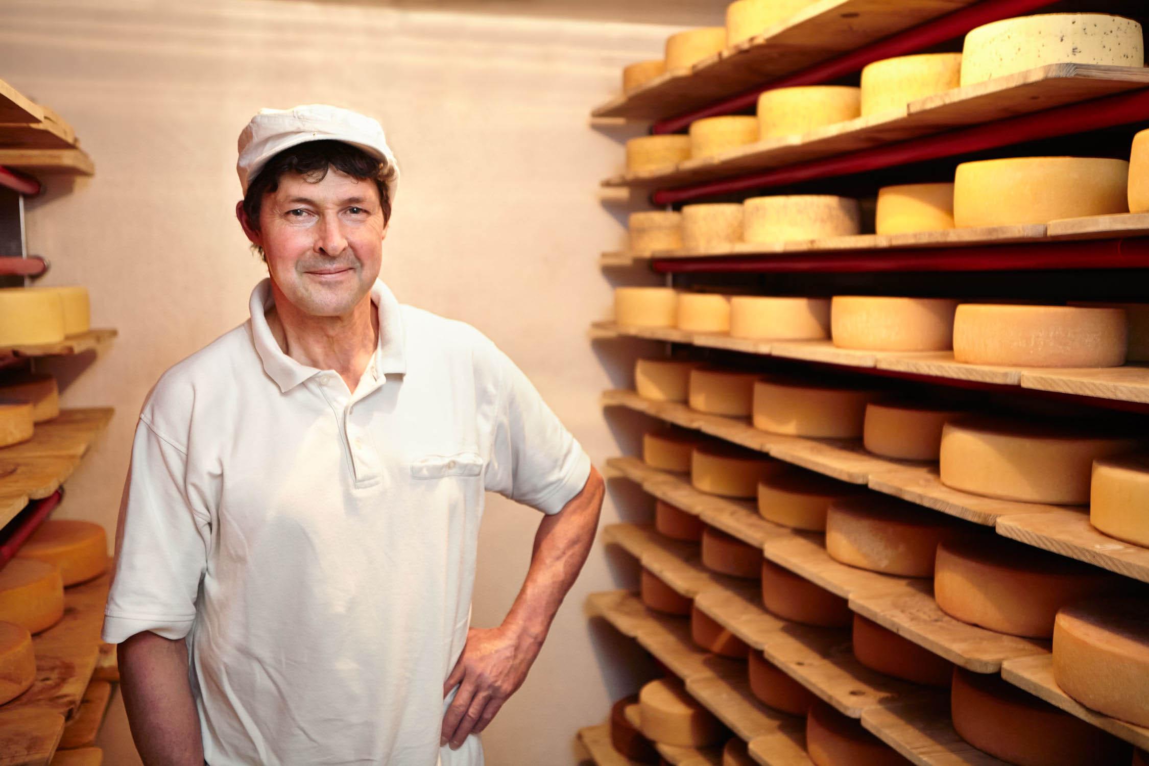 honhardter demeter höfe käseherstellung josef huber kraus Käser käse Keller Pflege Käserei jörn strojny