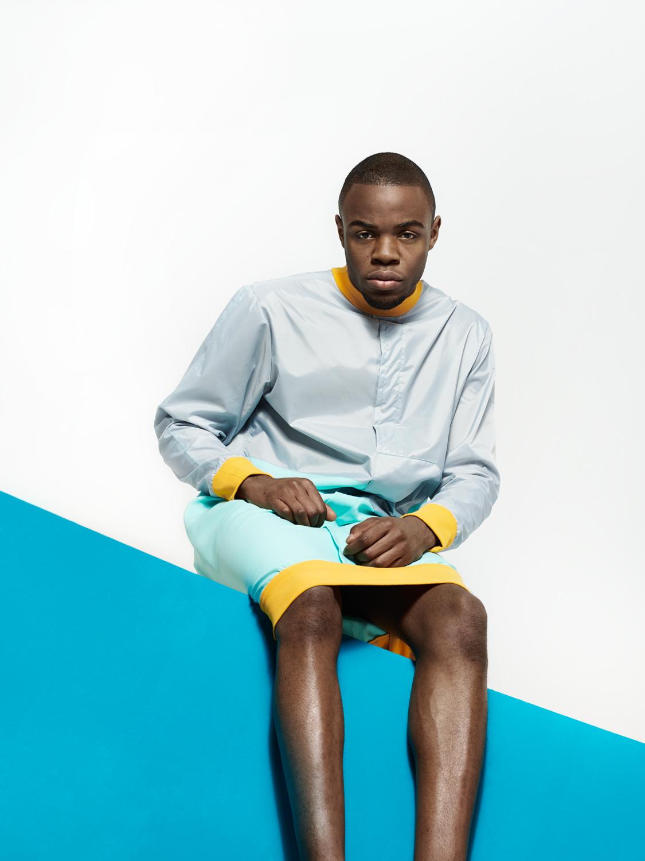 fashion mode südafrika schief türkis blau gelb gläzend grafisch bunt setbau