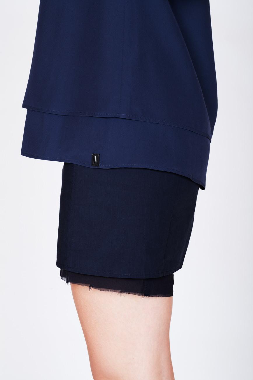 akjumii modekollektion detail blau rock bluse bein frau lookbook mode münchen jörn strojny