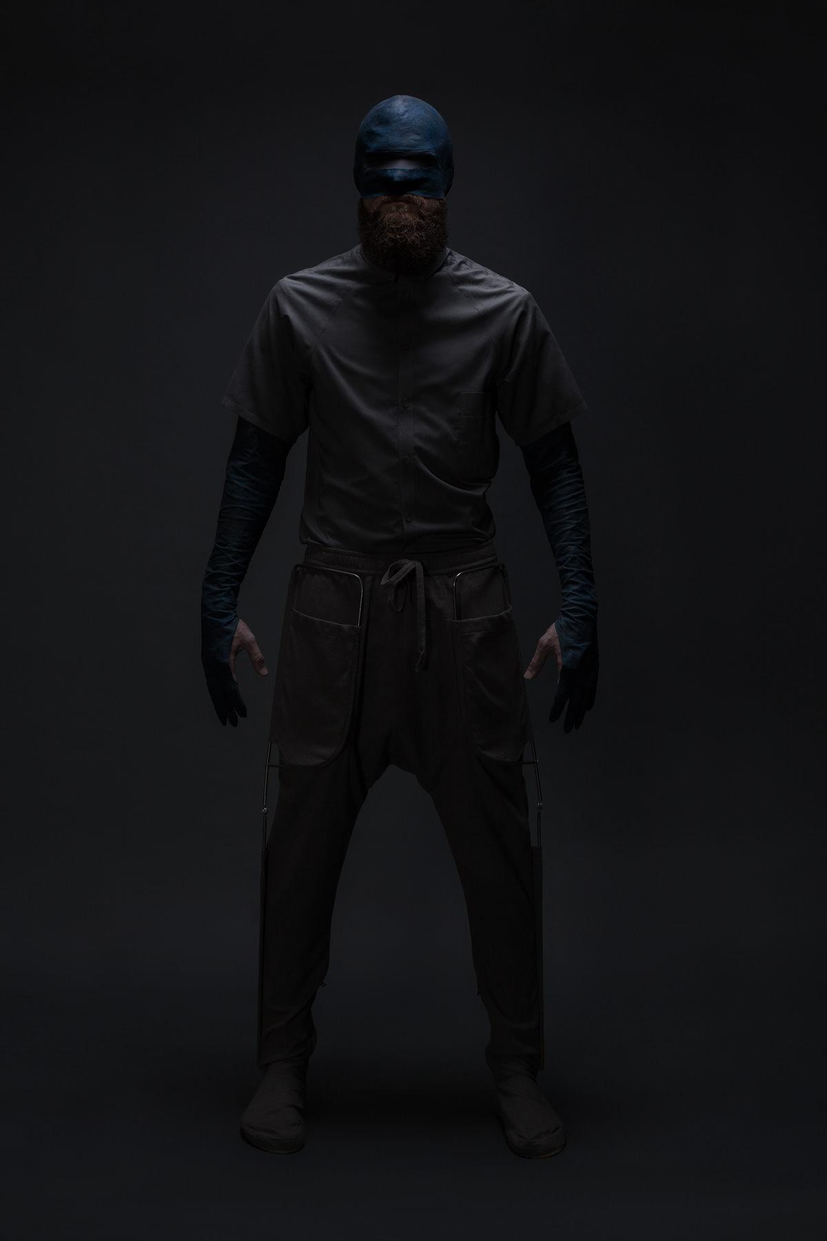 mode maske blau grauclukas fischer superior superhelden maske studio dunkel duster exoskelett jörn strojny