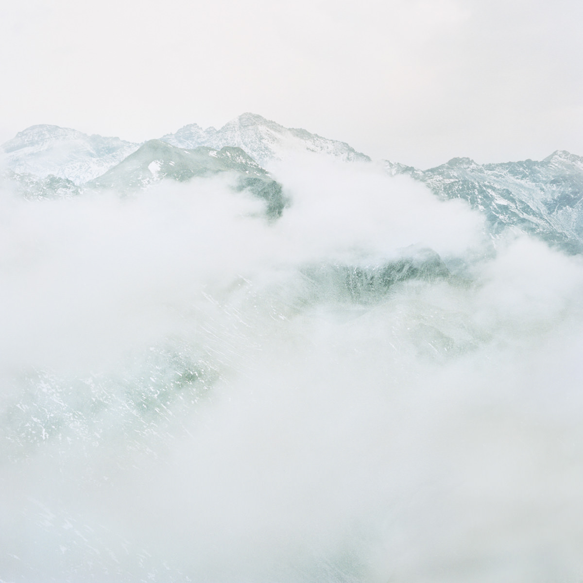 splügen pass berge nebel wandern gipfel horizont landschaft italien jörn strojny