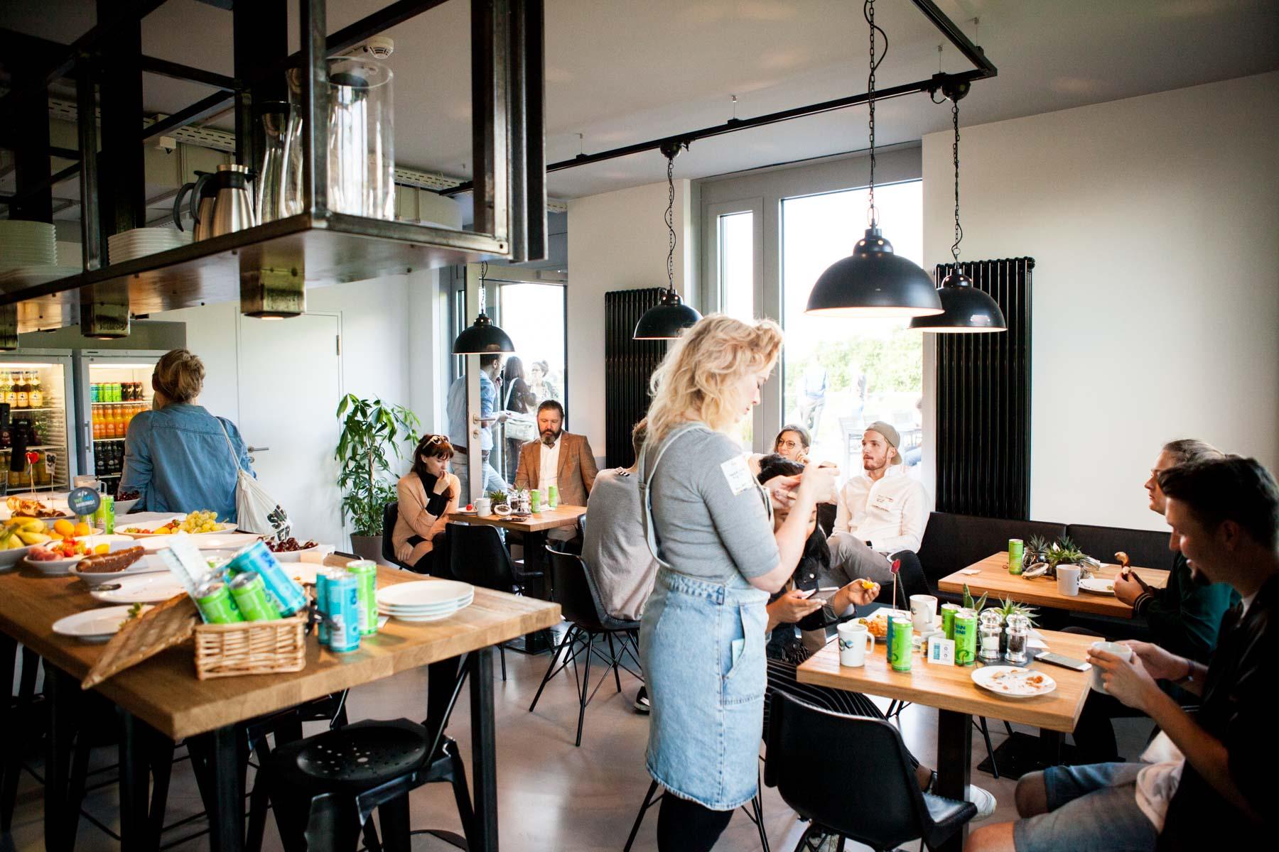 creative mornings köln vortrag frühstück grandceantrix Michaela Berghaus Veronica Garcia unterhaltung gespräch küche essen jörn strojny