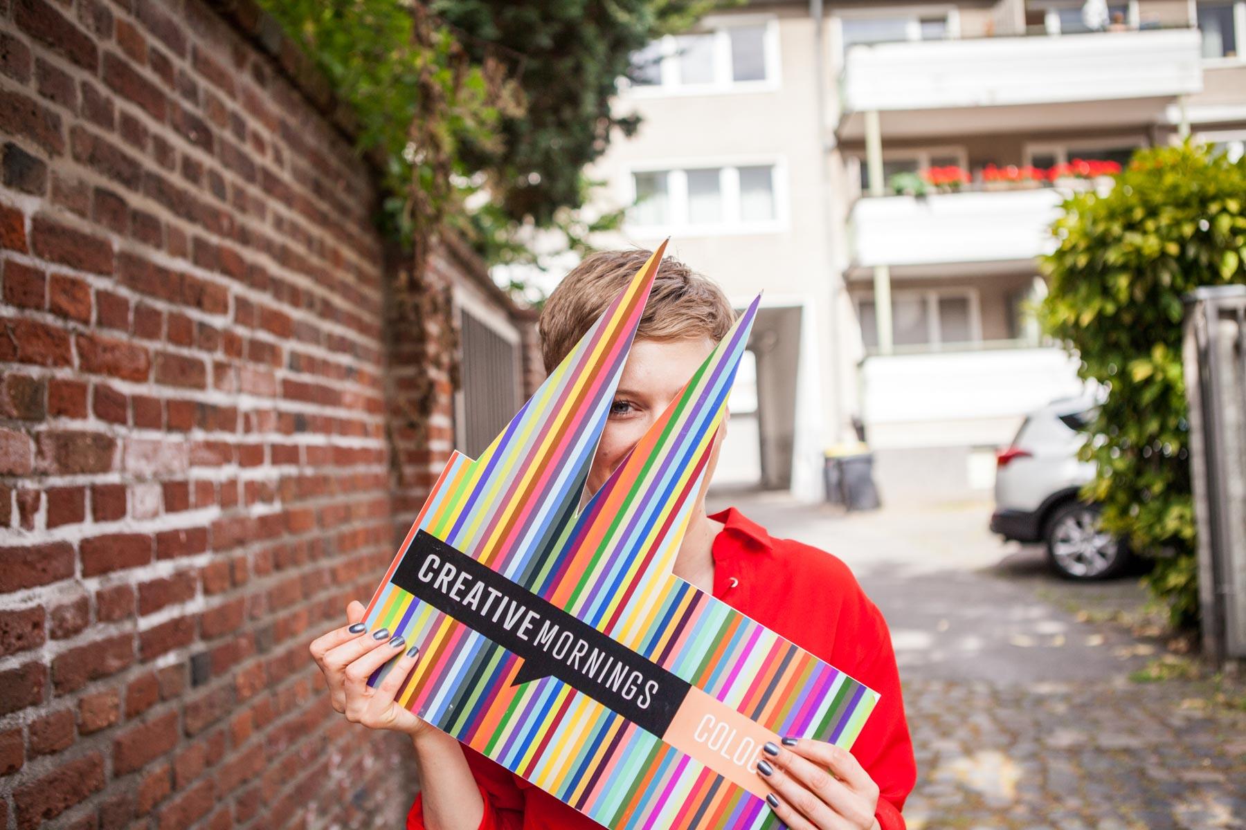 creative mornings köln vortrag frühstück enno digital ulli Killberth frau rote blue schild dom jörn strojny