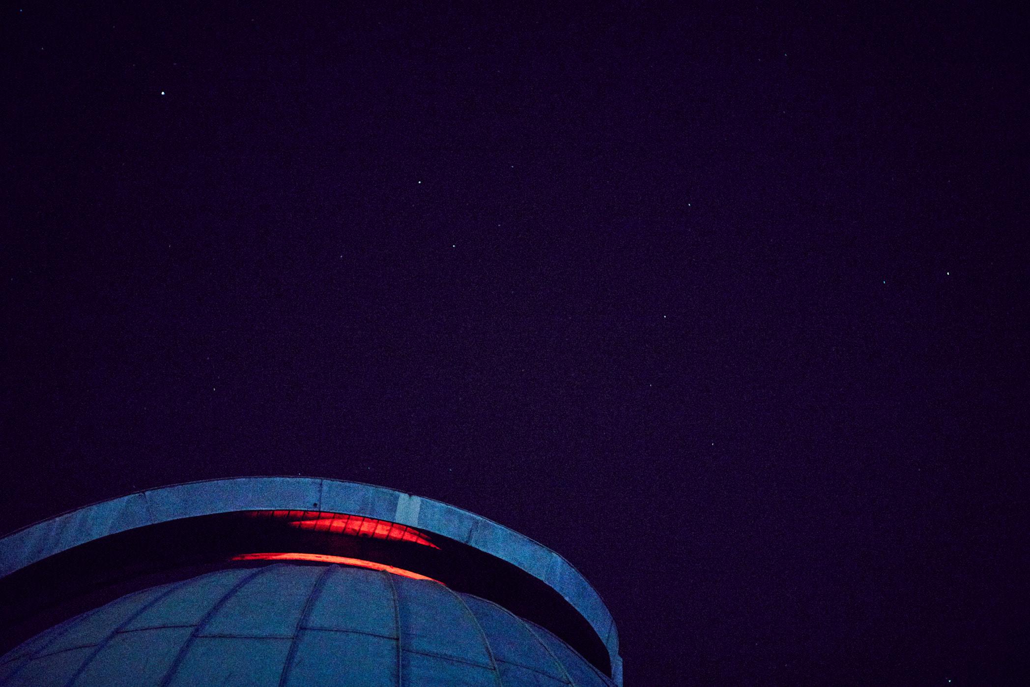 volkssternwarte köln kuppel rotes licht jörn strojny