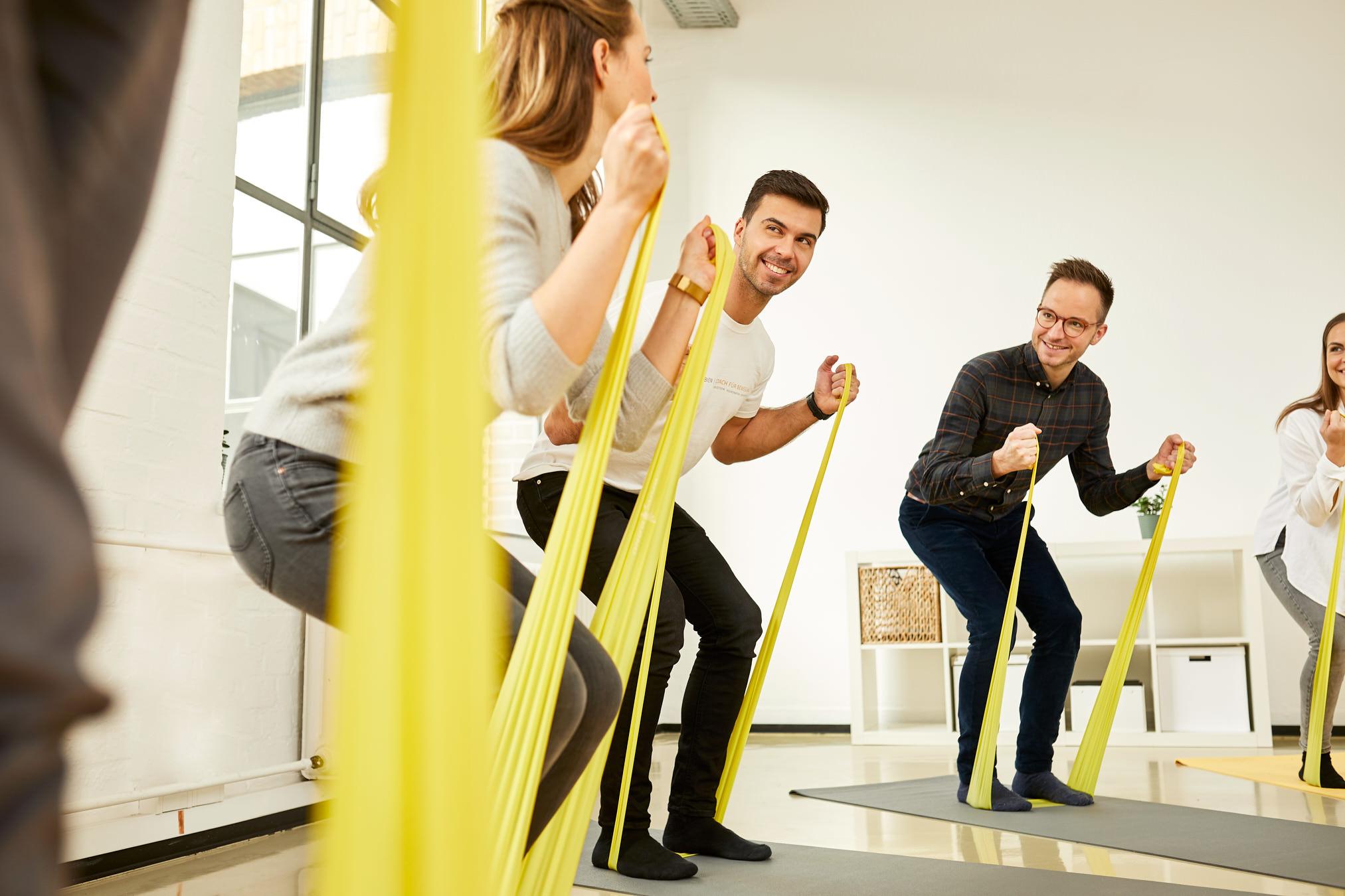 oliver robien fitness coach bewegung terraband gelb joern strojny
